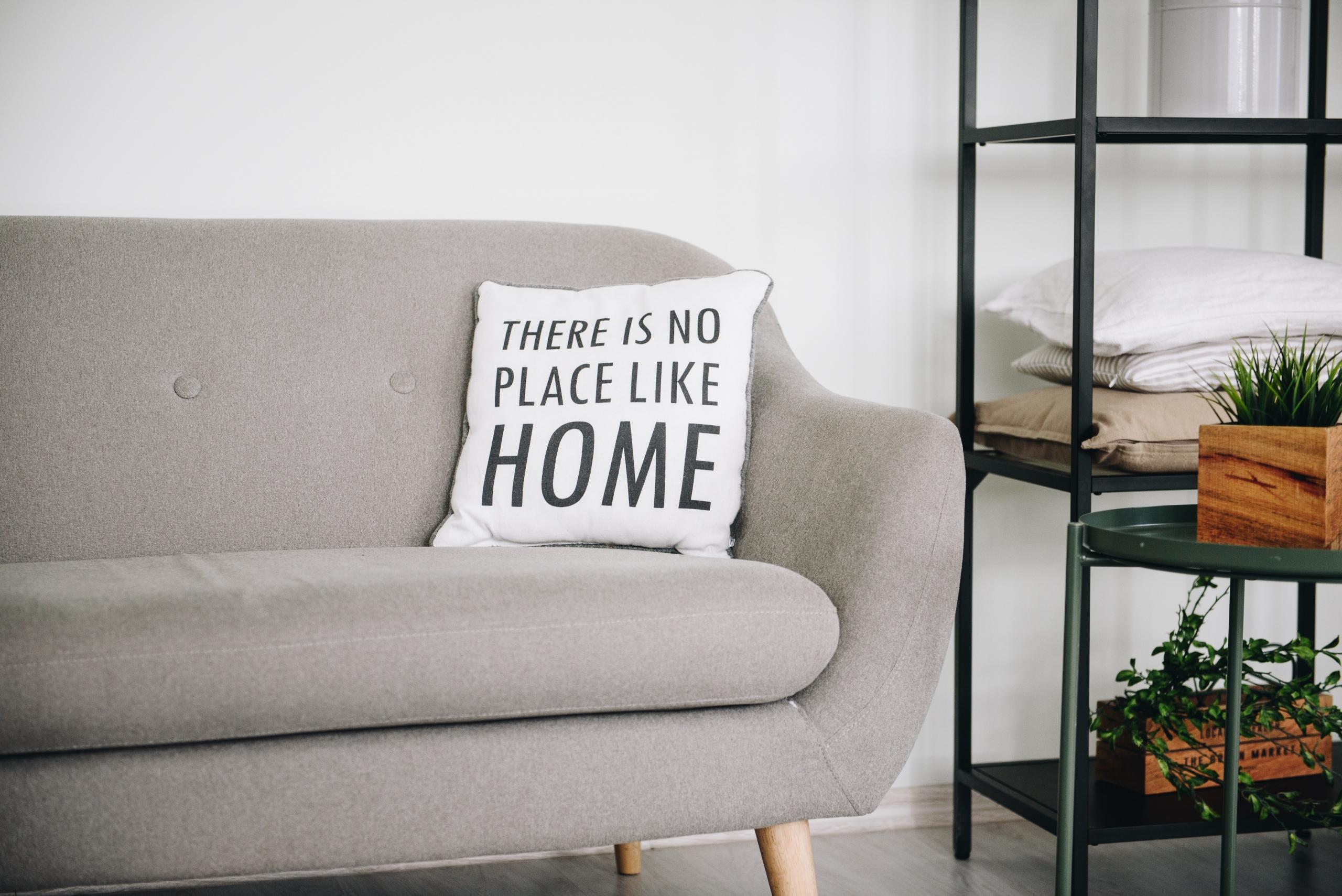 Ombetrækning af sofa med møbelstof