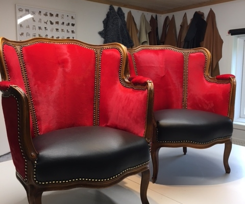 Rokoko lænestol i rød koskind
