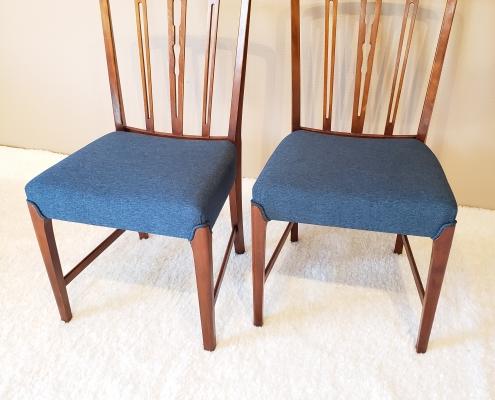 Spisebord stole blå stof